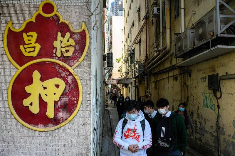 香港新增50例武漢肺炎確診,其中有15個案例找不到感染源。目前負壓病房使用率已來到70%(法新社)