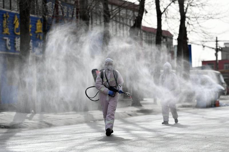 又想甩鍋?中國官媒稱近期疫情「全為境外輸入」。圖為石家莊藁城區街道。(法新社)
