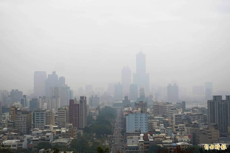 環保署提醒,中南部地區空氣品質不佳,要到下週五(22日)才會好轉。示意圖。(資料照)