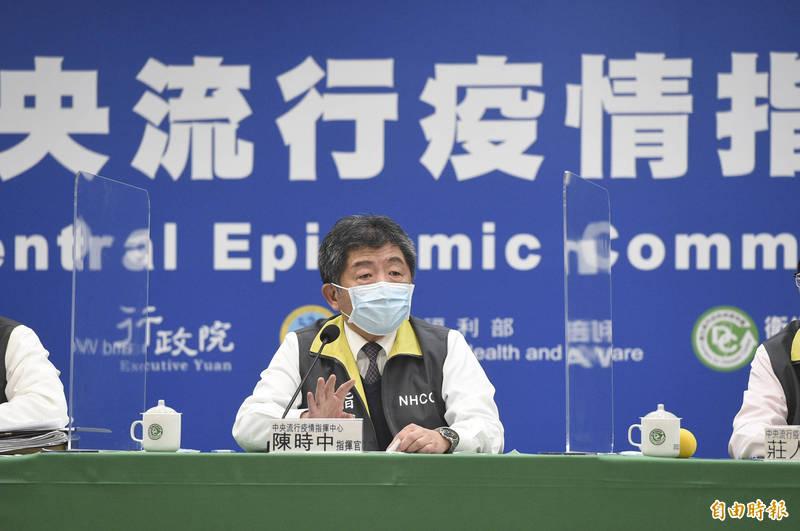 中央流行疫情指揮中心16日晚間臨時召開記者會,並由指揮官陳時中說明疫情及防疫作為。(記者叢昌瑾攝)
