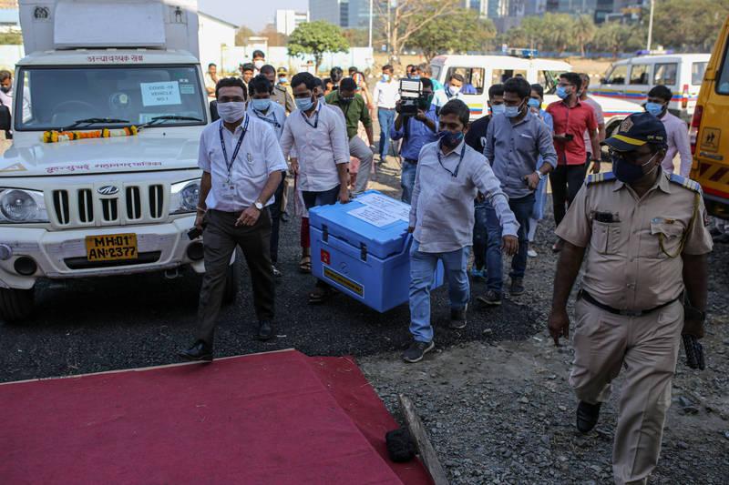 印度今天將啟動「世界最大規模」武漢肺炎接種計畫,首波將優先為3000萬醫護及前線人員施打。(彭博)