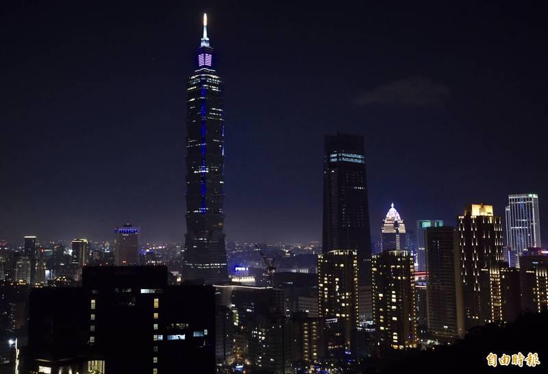 台灣今年再次入選國際旅遊網站「Big 7 Travel」2021年全球50大IG拍照打卡夯點,該網站讚嘆我國都市及鄉間各有特色。圖為台北信義區夜景。(資料照)