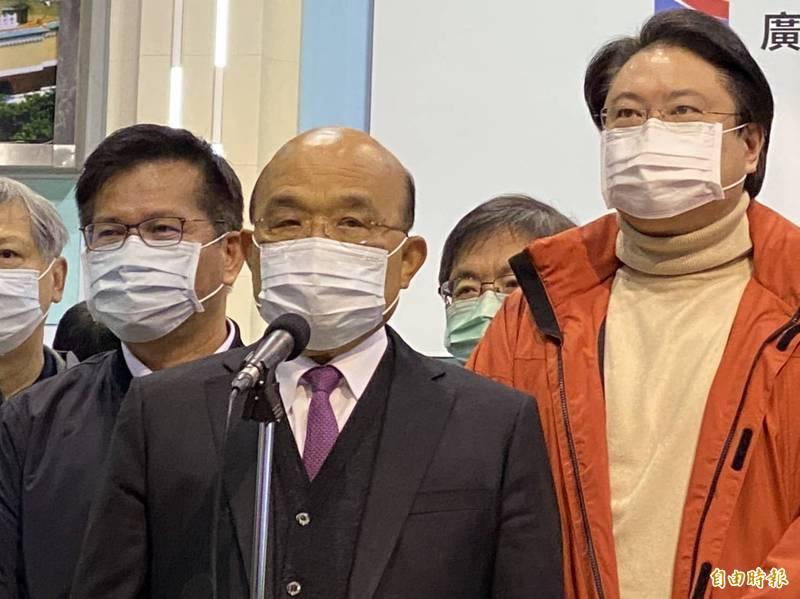針對北部有醫院的醫護染疫,行政院長蘇貞昌提醒國人,因為舉國上下通力合作才有安全成果,但久了難免疏忽、放鬆;他請國人重新繃緊神經,守護得來不易的防疫成果。(記者俞肇福攝)