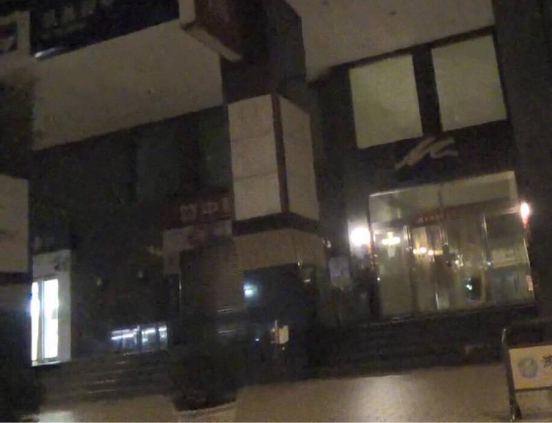 張男與林女同居的大樓外觀。(記者許國楨翻攝)