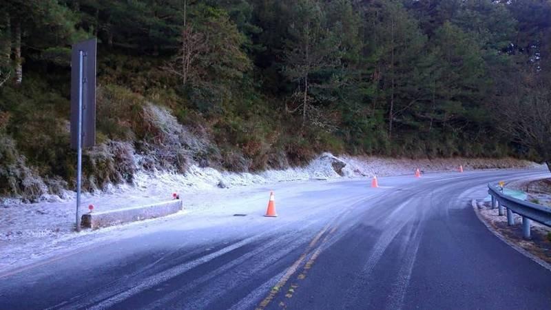 玉山園區低溫結冰 塔塔加路面結霜慎防打滑
