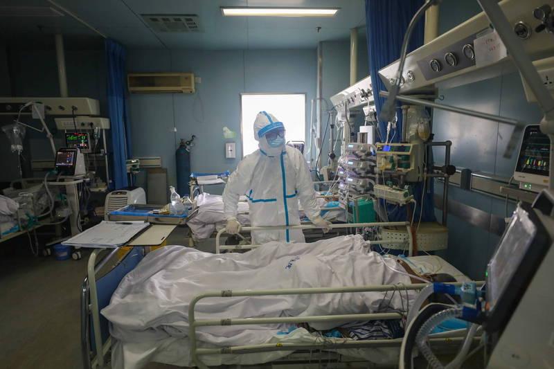 中國吉林省傳出有確診者「1傳143」,有些中國網友把一肚子火都發在他身上。圖為中國醫院內照顧武漢肺炎患者的病房。(歐新社檔案照)