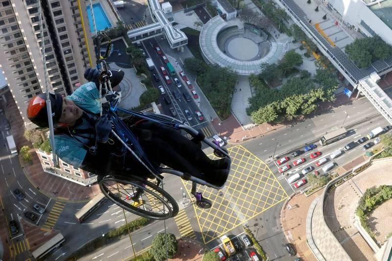 亞洲攀岩天王下肢癱瘓不氣餒 懸空攀登320公尺大樓籌善款