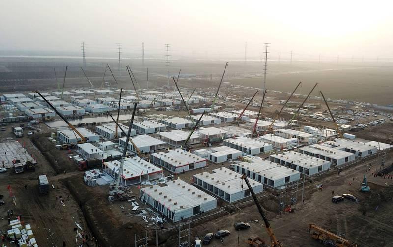中國官方宣稱16日已完成1000套組合屋,用於疫情隔離。(法新社檔案照)