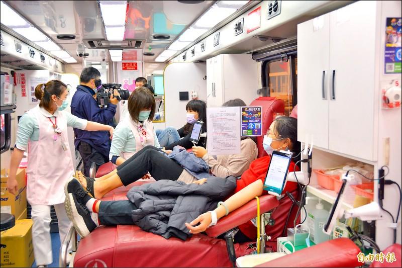 民眾捐血意願低,連帶全台鬧血荒,花蓮縣部分醫院紛紛祭出限血令。(記者王峻祺攝)