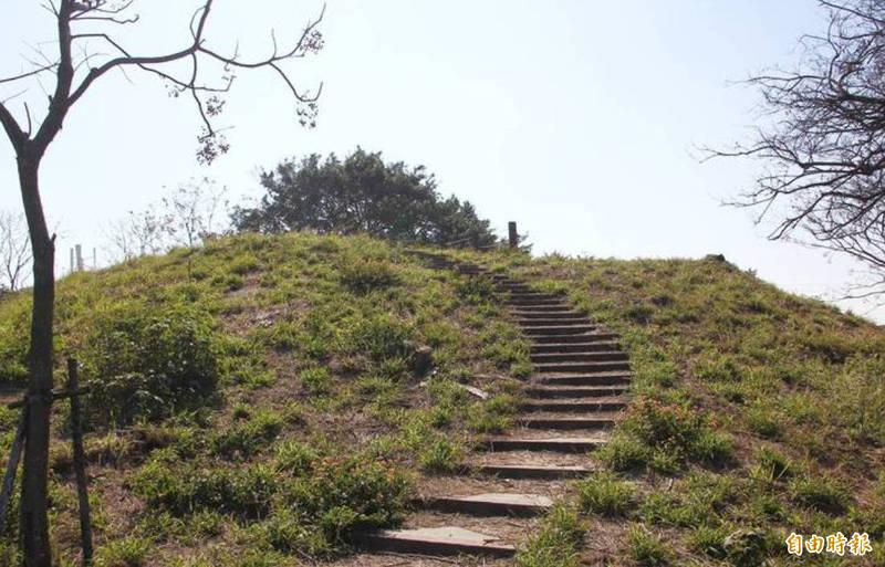 嘉義縣布袋鎮前東港山有台灣第一矮峰之稱。(記者林宜樟攝)