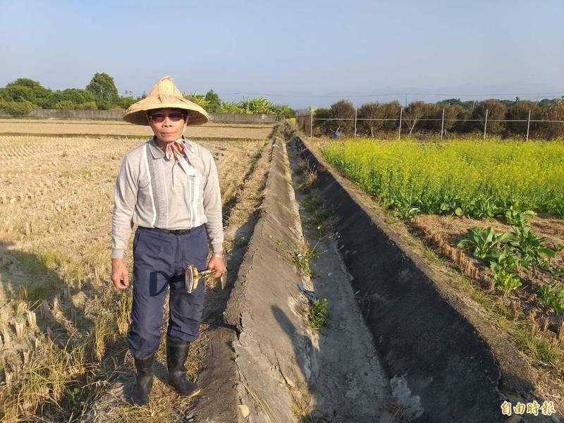 後壁區上茄苳里里長黃崑茂參與農田水利小組30年,今年突遭撤換,黃崑茂相當不平。(記者王涵平攝)