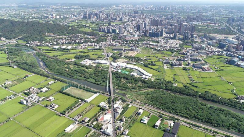 新竹縣政府提出的新埔鎮褒忠路道路拓寬工程,計畫將褒忠路路幅拓寬至18公尺,獲中央核定規劃費250萬元