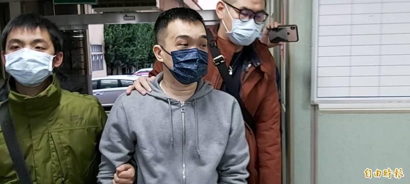 館長槍擊案警逮捕綽號「小寶」的44歲前會長邵柏傑(右),扣回的證物其中包含邵嫌要價破百萬元的「AP」精品錶,如今卻丟失。(資料照)
