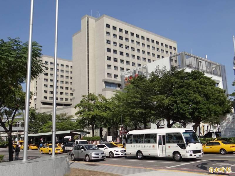 因應國內武漢肺炎疫情趨於嚴重,成大醫院改為1天限制探病1次。(資料照)