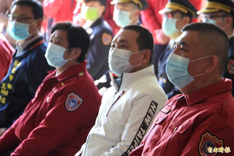 侯友宜表示,新北醫院都準備好,願意全力和中央站在一起,讓疫情快速得到控制。(記者邱書昱攝)