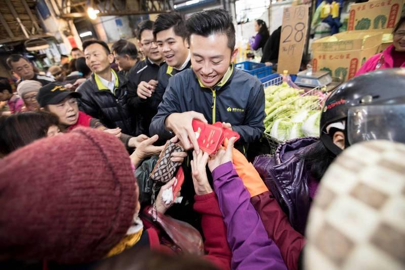 林智堅宣布取消今年春節寺廟發紅包活動。(取自臉書)