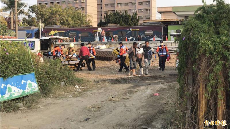 疑灌漿管不慎誤觸 台南新市火車站月台2工人觸電