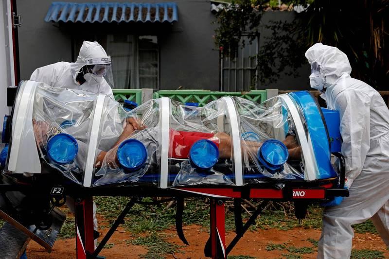針對近期變種病毒在各國散播,有專家根據感染病例資料分析指出,在南非發現的變種病毒的傳染力多出50%。(法新社)