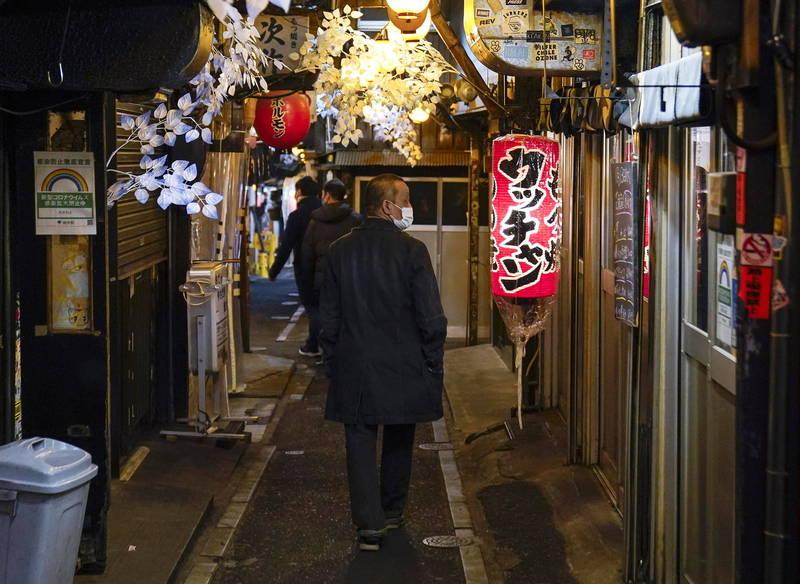 日本今日增加5320例確診以及104人病歿,死亡數為史上單日最高。圖為東京街景。(歐新社資料照)