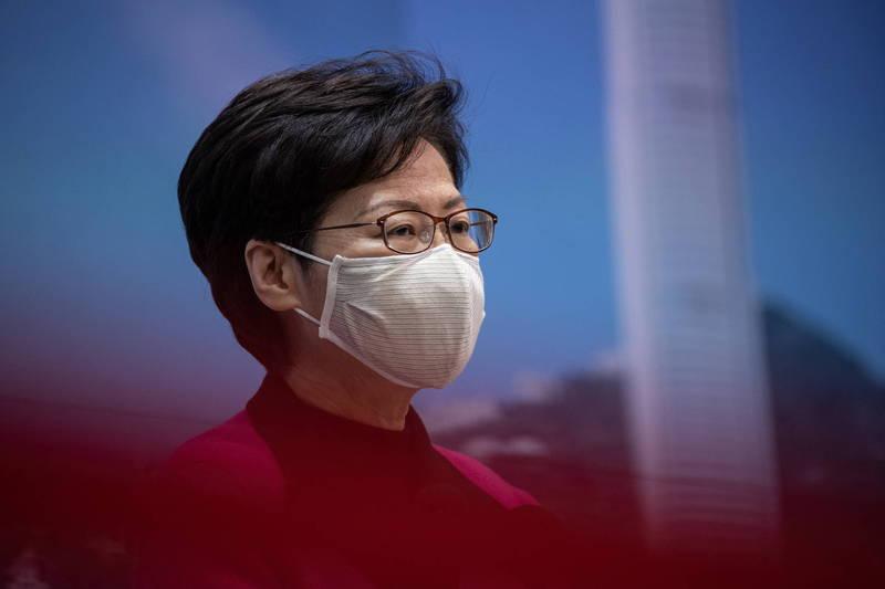香港民研今日公布的最新香港民意調查顯示,香港民眾對「自由」、「繁榮」、「安定」、「法治」及「民主」等5項社會指標的評分均較去年下跌,「繁榮」指標更破了1997年香港回歸中國以來的紀錄新低。圖為香港特首林鄭月娥。(歐新社)