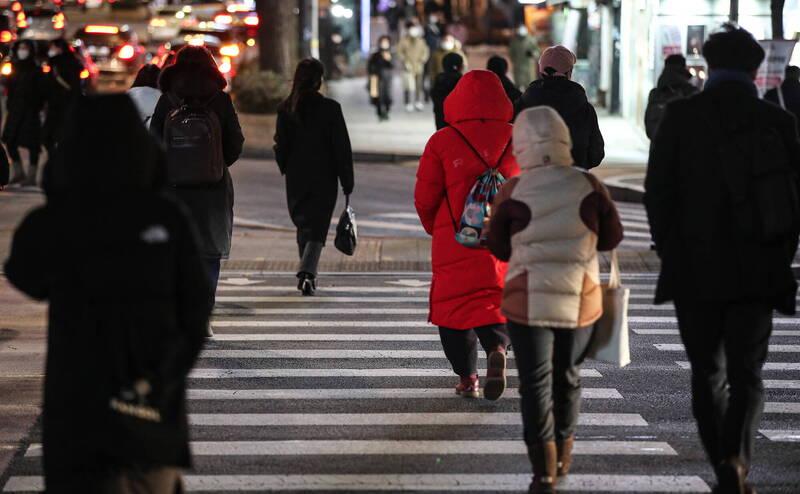 南韓境內武漢肺炎(新型冠狀病毒病,COVID-19)連2天日增確診維持在400以下。(歐新社)