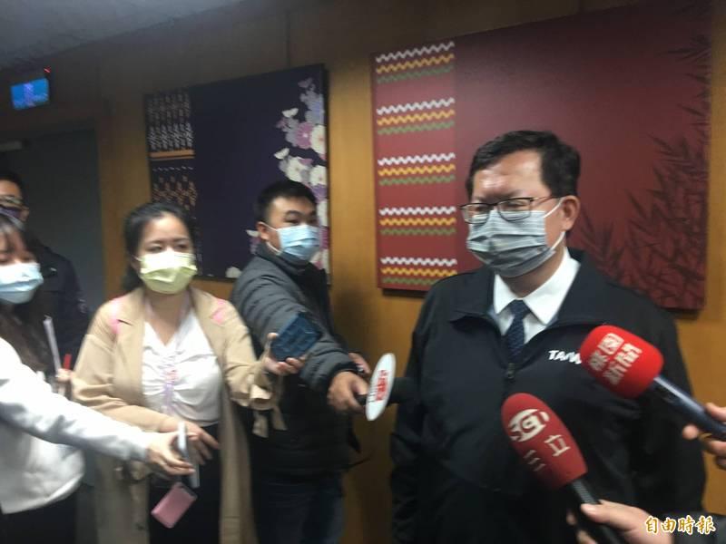 桃園市長鄭文燦受訪時表示,將公告傳統市場戴口罩、不遵守可處3000~15000元不等罰款。(記者謝武雄攝)