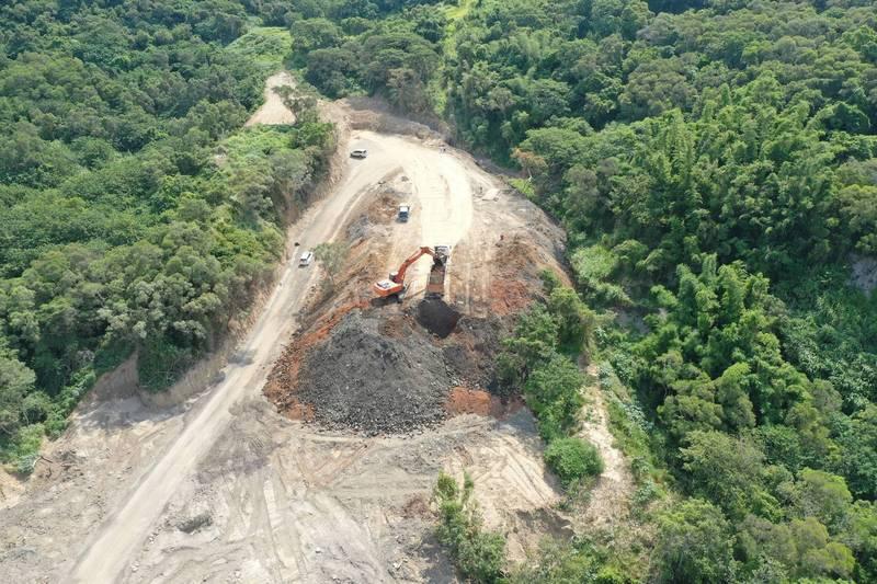 違反水土保持法亂倒廢棄土石,苗縣去年處分23件,最高罰140萬。(苗栗縣政府提供)