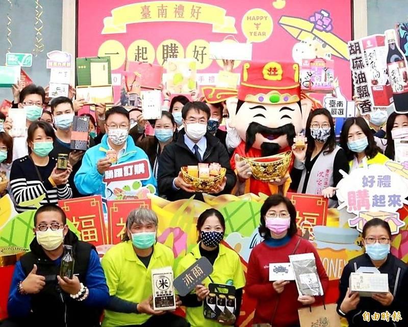 台南市長黃偉哲表示,嚴選「台南金好禮」,歡迎踴躍選購。(記者王涵平攝)