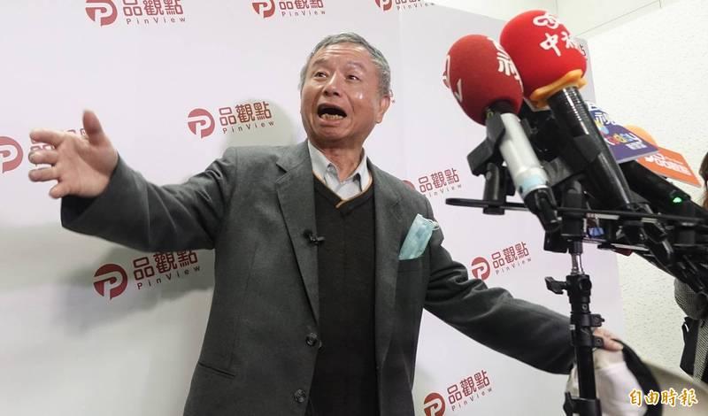 前衛生署長楊志良今日又再度放炮,表示還好指揮中心的指揮官不是行政院長蘇貞昌,並說自己很擁護陳時中。(記者劉信德攝)
