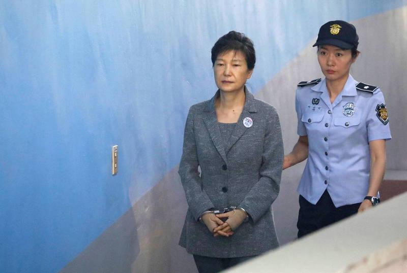 南韓前總統朴槿惠因與確診武肺的醫護人員有密集接觸,稍早篩檢結果出爐,結果為陰性,將住院隔離。(歐新社)