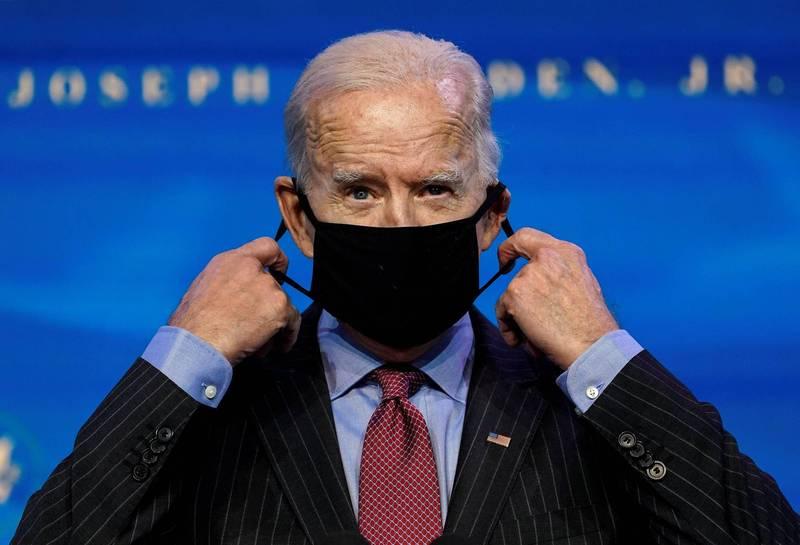 拜登幕僚透露,拜登上台後第一項行政命令就是要美國聯邦機構強制戴口罩。(路透)