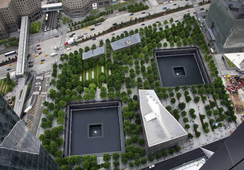布里吉斯試圖指導伊斯蘭國炸毀911紀念館、襲擊中東美軍,卻被潛伏在網路、假扮為伊斯蘭國成員的FBI僱員逮中。圖為911紀念館。(美聯社)