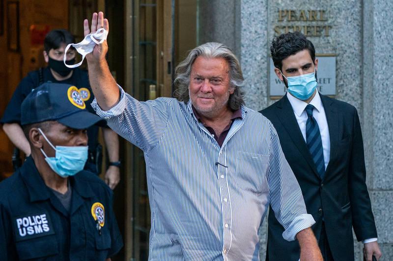 美國總統川普在離開白宮的最後幾個小時作出決定,特赦前白宮首席策士班農。(彭博)