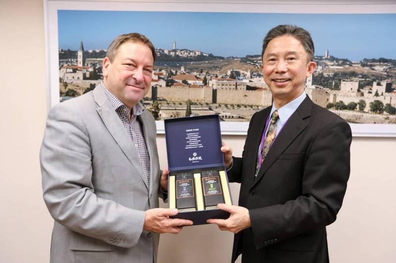 以色列代表柯思畢與周台竹(台北市政府提供)