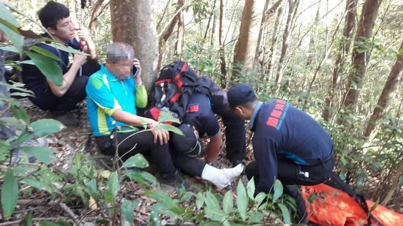 一名登山客昨天攀登泰安鄉知名登山景點虎山腳踝扭傷,<b><a href=