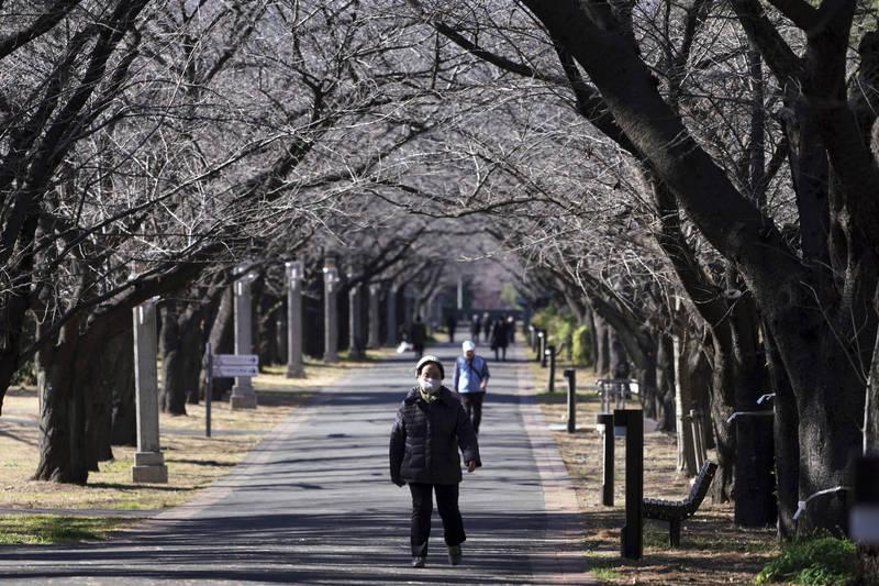 日本20日增5550例,死亡病例則增92例。圖為東京街景。(美聯社)