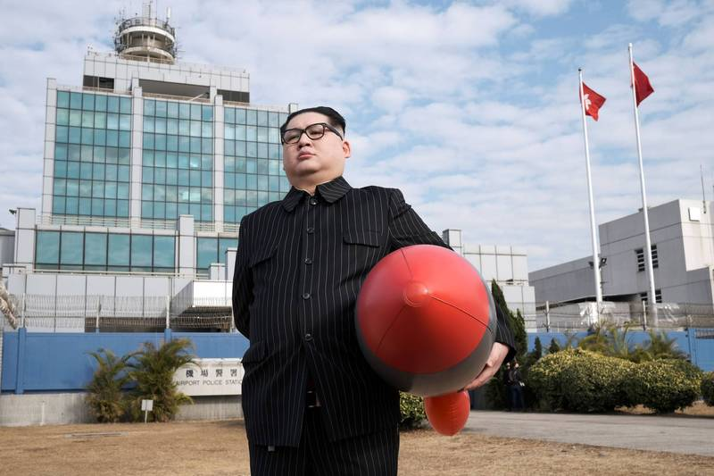 以模仿北韓領導人金正恩出名的香港網紅「Howard X」,日前自曝曾遭香港警方拘捕,他質疑是因多次出言諷刺中共才惹禍上身。(路透)