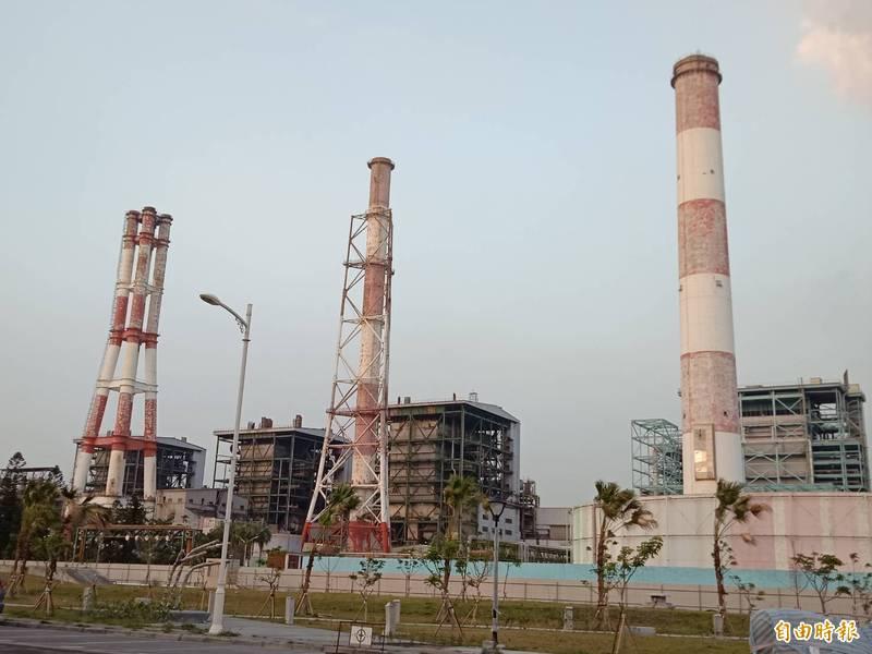 環保局緊盯工廠空污排放。(記者蔡清華攝)