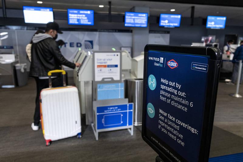美總統拜登簽署行政命令,入境美國得提供陰性檢測證明。(彭博)