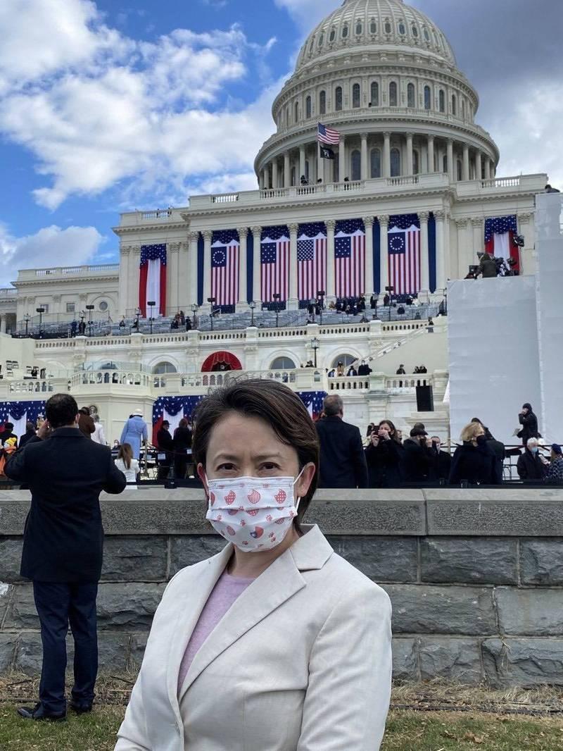 駐美代表蕭美琴(見圖)獲邀出席美國新任總統拜登就職典禮,在國會山莊典禮現場留影。(駐美代表處提供)