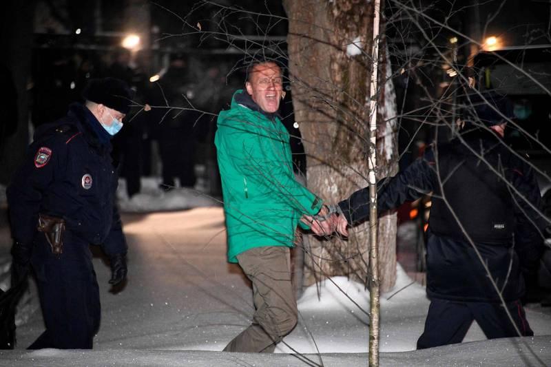 俄國反對派領袖納瓦尼(中)回國即被捕入獄。(法新社)