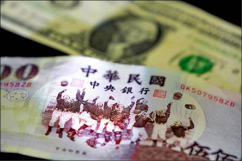 央行查獲8大糧商炒匯高達110億美元,最快農曆年前將對4家外商銀行開罰,最重可能撤銷外匯業務執照。(中央社資料照)