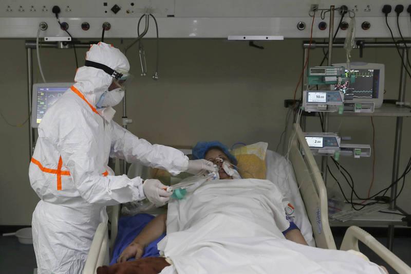 武漢肺炎》全球將近9745萬人染疫 死亡破209萬例