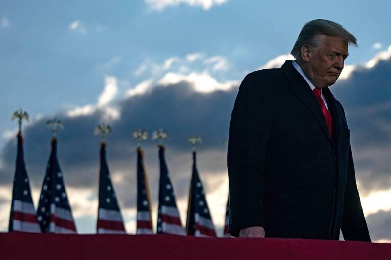 美前總統川普仍得面臨彈劾審判。(法新社)