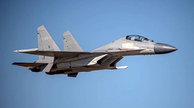 國防部公布今日進入我西南空域「殲16」戰機的同型機照片。(國防部提供)