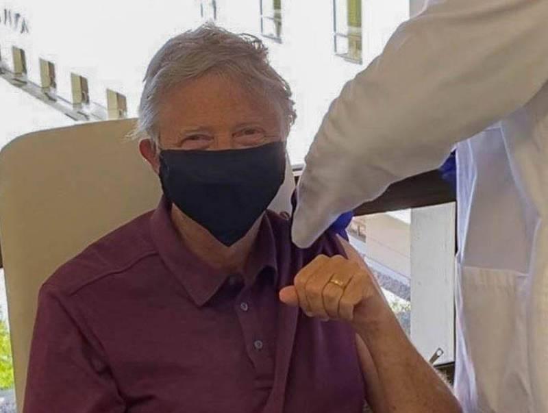 微軟創辦人比爾蓋茲已接種武漢肺炎疫苗。(圖擷取自Bill Gates推特)