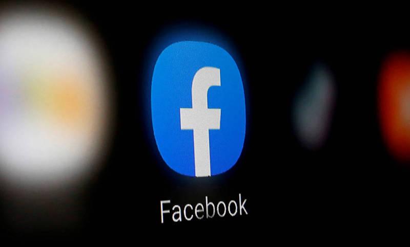 有網友表示自己上午用手機登入臉書時,出現需要重新登入的訊息。(路透)