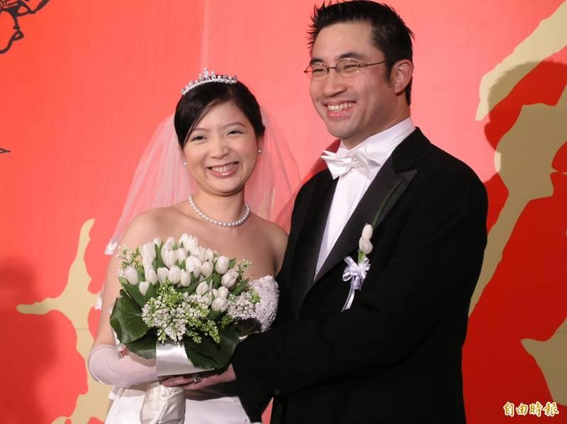 蔡伯府在2004年與自家飯店員工黃閔暄結婚,被外界譽為《情定大飯店》翻版。(資料照)