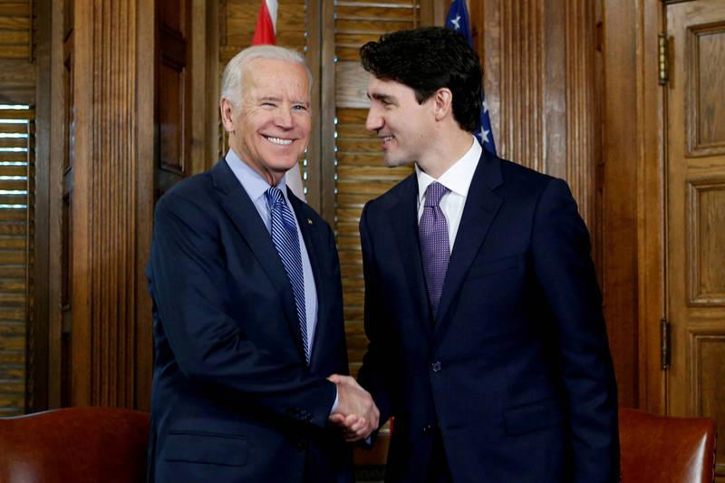 美總統拜登(左)與加國總理杜魯道(右)將於下月會面。(路透)