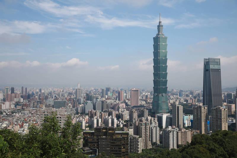 一位男性網友日前發文說,日本女友隨他來台半年後,對台灣市容、交通很失望。圖為台北市景色。(彭博)